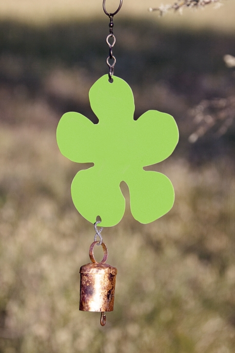 Medium single daisy chime in celery green.